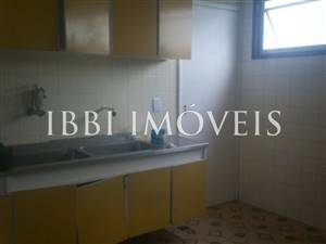 Spacious 3 bedrooms 1 bathroom on Graca