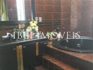 Excellent house with 4 bedrooms in four bathrooms Itaigara