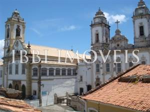 Excellent business opportunity to 40m of Carmo Church